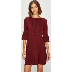 Answear - Sukienka fallin in Autumn. Brązowe sukienki na komunię marki ANSWEAR, na co dzień, l, z elastanu, casualowe, z okrągłym kołnierzem, rozkloszowane. W wyprzedaży za 89,90 zł.
