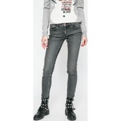 Calvin Klein Jeans - Jeansy Cavern. Jeansy damskie rurki marki Calvin Klein Jeans, z aplikacjami, z bawełny. W wyprzedaży za 319,90 zł.