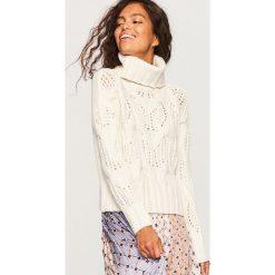 Sweter z ażurowym wzorem - Kremowy. Białe swetry klasyczne damskie marki Reserved, l, z dzianiny. Za 139,99 zł.