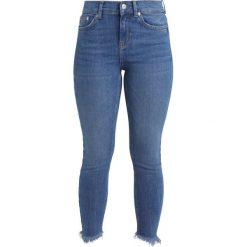 Boyfriendy damskie: Vero Moda Petite VMSEVEN  Jeans Skinny Fit medium blue denim