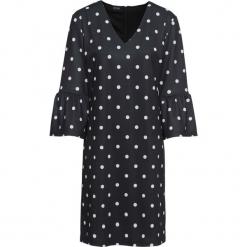Sukienka z rękawami z falbanami bonprix czarno-biały w kropki. Czarne sukienki na komunię marki bonprix, w kropki, z dekoltem w serek. Za 49,99 zł.