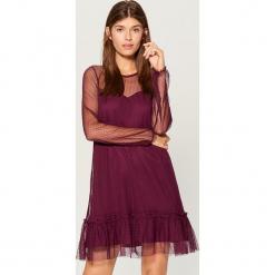Sukienka z transparentnej tkaniny - Bordowy. Czerwone sukienki z falbanami marki Mohito, l, w koronkowe wzory. Za 129,99 zł.