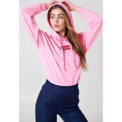 NA-KD Bluza z kapturem i logo NA-KD - Pink. Różowe bluzy rozpinane damskie NA-KD, z długim rękawem, długie, z kapturem. W wyprzedaży za 113,37 zł.