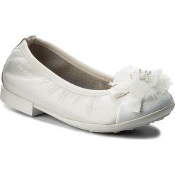 Baleriny GEOX - J Plie' B J8255B 04402 C1000 M White. Szare baleriny dziewczęce marki Geox, z gumy. W wyprzedaży za 189,00 zł.