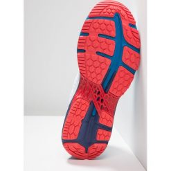 ASICS GELKAYANO 25 Obuwie do biegania Stabilność white/blue print. Białe buty do biegania męskie Asics, z gumy. Za 759,00 zł.