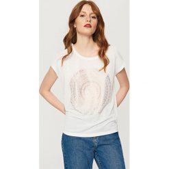 T-shirt z błyszczącym nadrukiem - Jasny szar. Szare t-shirty damskie Reserved, l, z nadrukiem. Za 39,99 zł.