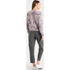 Swetry klasyczne damskie: KIOMI CREW NECK PRINTED JUMPER  Sweter  blue/rose
