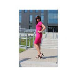 Sukienka klasyczna z dzianiny róż. Czerwone sukienki balowe marki Szarymary, na lato, z bawełny, z klasycznym kołnierzykiem, ołówkowe. Za 109,00 zł.