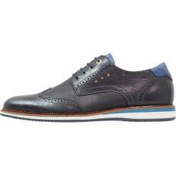 Pantofola d`Oro RUBICON UOMO LOW Sznurowane obuwie sportowe dress blues. Niebieskie buty sportowe męskie Pantofola d`Oro, z materiału, na sznurówki. W wyprzedaży za 439,20 zł.