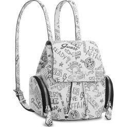 Plecak GUESS - HWGF67 00310  GFT. Białe plecaki damskie Guess, z aplikacjami, ze skóry ekologicznej. Za 589,00 zł.