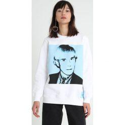Calvin Klein Jeans Bluza bright white/blue. Białe bluzy damskie Calvin Klein Jeans, s, z bawełny. Za 419,00 zł.