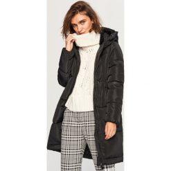 Pikowany płaszcz z kapturem - Czarny. Białe płaszcze damskie marki Reserved, l, z dzianiny. Za 229,99 zł.