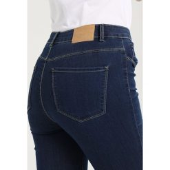 Boyfriendy damskie: Vero Moda Tall VMSEVEN  Jeans Skinny Fit medium blue denim