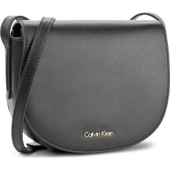 Torebka CALVIN KLEIN BLACK LABEL - Frame Saddle Bag K60K603982 001. Czarne listonoszki damskie marki Calvin Klein Black Label, z materiału. Za 449,00 zł.