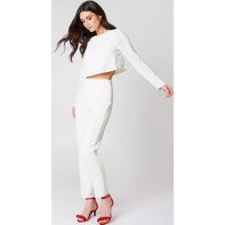 Spodnie z wysokim stanem: Hannalicious x NA-KD Spodnie w pasy z cekinami – White