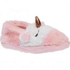 Kapcie dziecięce Cupcake Couture różowe. Czerwone kapcie dziewczęce Cupcake Couture, z materiału. Za 39,90 zł.