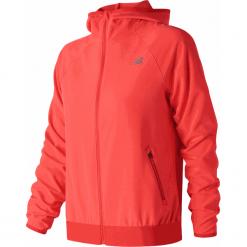 New Balance WJ83133FLM. Czerwone kurtki damskie do biegania New Balance, na jesień, z materiału. Za 349,99 zł.