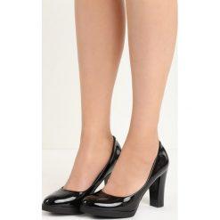 Czarne Czółenka Empress. Czarne buty ślubne damskie marki Born2be, z okrągłym noskiem, na niskim obcasie, na obcasie. Za 69,99 zł.