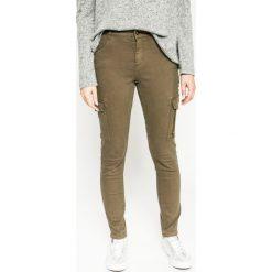 Medicine - Jeansy Future Past. Szare jeansy damskie marki MEDICINE, z aplikacjami, z bawełny. W wyprzedaży za 59,90 zł.