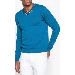 Kardigany męskie: Sweter z kontrastowym dekoltem w serek