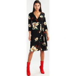 Sukienki hiszpanki: New Look FLORAL MIDI WRAP DRESS  Sukienka letnia black pattern