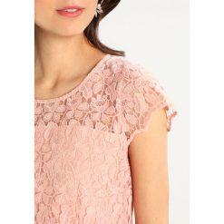 More & More Sukienka koktajlowa rose blush. Czerwone sukienki koktajlowe marki More & More, z materiału. Za 549,00 zł.