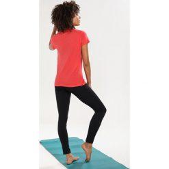 Topy sportowe damskie: super.natural ESSENTIAL TEE Tshirt z nadrukiem clove red/blooming