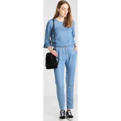 Bluzki asymetryczne: Vero Moda Tall VMLISSY 3/4 SLEEVE Bluzka medium blue denim