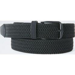 Pasek z elastycznego materiału. Czarne paski męskie Pull&Bear, w paski. Za 49,90 zł.