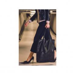 Bardzo duża czarna torba zamszowa. Czarne torebki klasyczne damskie Karolina audycka, w kropki, z materiału, duże, zamszowe. Za 179,00 zł.