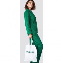 Emilie Briting x NA-KD Płócienna torba Say My Name - White,Offwhite. Białe torebki klasyczne damskie Emilie Briting x NA-KD, z nadrukiem, z nadrukiem. Za 40,95 zł.
