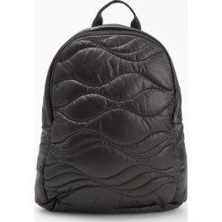 Pikowany plecak - Czarny. Czarne plecaki damskie Reserved. W wyprzedaży za 59,99 zł.