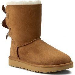 Buty UGG - W Bailey Bow II 1016225 W/Che. Szare buty zimowe damskie marki Ugg, z materiału, z okrągłym noskiem. Za 1079,80 zł.