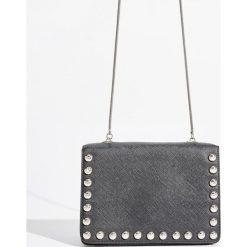 Torebka z dżetami - Czarny. Czarne torebki klasyczne damskie marki Sinsay. W wyprzedaży za 39,99 zł.