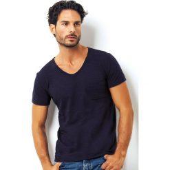 Męski T-shirt włoskiej marki Enrico Coveri 1512 Blue. Białe podkoszulki męskie marki B'TWIN, m, z elastanu, z krótkim rękawem. Za 45,00 zł.