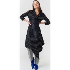 Trendyol Asymetryczna sukienka w paski - Black. Czarne sukienki na komunię Trendyol, w paski, z elastanu. W wyprzedaży za 111,48 zł.