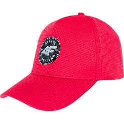 Czapka męska CAM205 - czerwony. Czerwone czapki z daszkiem męskie marki 4f, z nadrukiem, z dzianiny. Za 29,99 zł.