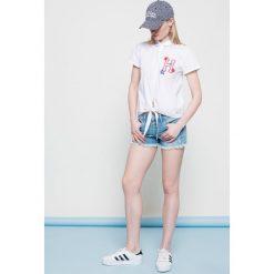 Hilfiger Denim - Szorty. Szare szorty jeansowe damskie marki Hilfiger Denim, casualowe. W wyprzedaży za 199,90 zł.