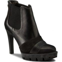 Botki CARINII - S4177 360-E50-POL-A14. Czarne buty zimowe damskie Carinii, z materiału, na obcasie. W wyprzedaży za 219,00 zł.