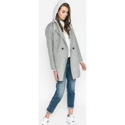 Pepe Jeans - Jeansy Betty. Niebieskie jeansy damskie relaxed fit marki Reserved. W wyprzedaży za 269,90 zł.