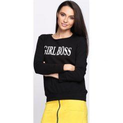 Czarna Bluza Boss Lady. Fioletowe bluzy damskie marki NA-KD, z napisami, z długim rękawem, długie, z kapturem. Za 69,99 zł.