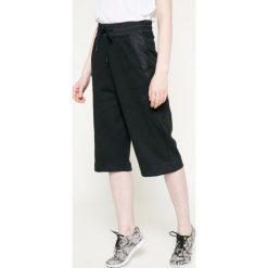Nike Sportswear - Spodnie. Różowe bryczesy damskie marki Nike Sportswear, l, z nylonu, z okrągłym kołnierzem. W wyprzedaży za 159,90 zł.