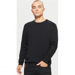 Gładki sweter BASIC - Czarny. Czarne swetry klasyczne męskie Cropp, l. Za 69,99 zł.