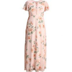 Długie sukienki: Chi Chi London Curvy JESSAMINE Długa sukienka pink