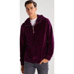 Samsøe & Samsøe ALFONSO Bluza z kapturem potent purple. Fioletowe bluzy męskie rozpinane marki Samsøe & Samsøe, l, z bawełny, z kapturem. W wyprzedaży za 383,20 zł.