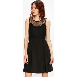 Vero Moda - Sukienka. Szare sukienki dzianinowe marki Vero Moda, na co dzień, l, casualowe, z okrągłym kołnierzem, mini, dopasowane. W wyprzedaży za 89,90 zł.