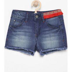 Jeansowe szorty z aplikacją - Granatowy. Niebieskie szorty damskie z printem Reserved, z jeansu. W wyprzedaży za 49,99 zł.