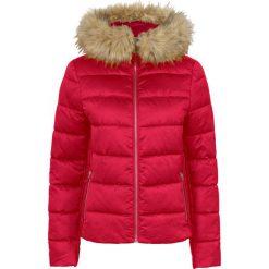 Lekka kurtka pikowana z kapturem bonprix czerwony. Zielone kurtki damskie pikowane marki bonprix, w kropki, z kopertowym dekoltem, kopertowe. Za 189,99 zł.