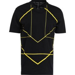 Neil Barrett BLACKBARRETT SYMMETRIC LINES  Tshirt z nadrukiem black/yellow. Niebieskie koszulki polo marki Tiffosi. W wyprzedaży za 440,30 zł.