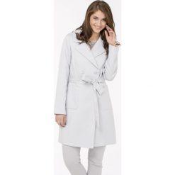 Płaszcze damskie pastelowe: Płaszcz z wiązanym paskiem